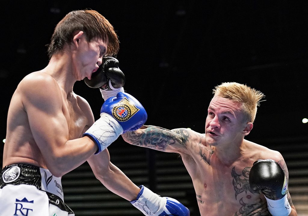 Hekkie Budler (right) nails Ryoichi Taguchi during their hotly contested bout for The Ring Magazine, IBF and WBA junior flyweight championships. Photo by Naoki Fukuda