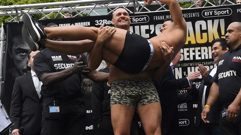 Photos: Flanagan-Hooker, Fury-Seferi weigh-in
