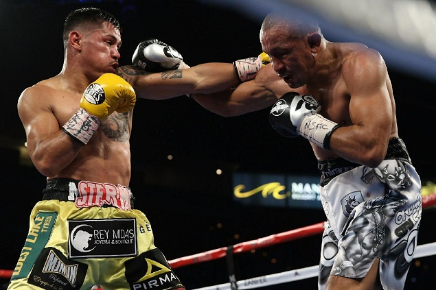 "unior lightweight Miguel ""Mickey"" Roman (left) vs. Orlando Salido. Photo credit: Ed Mulholland/HBO Boxing"