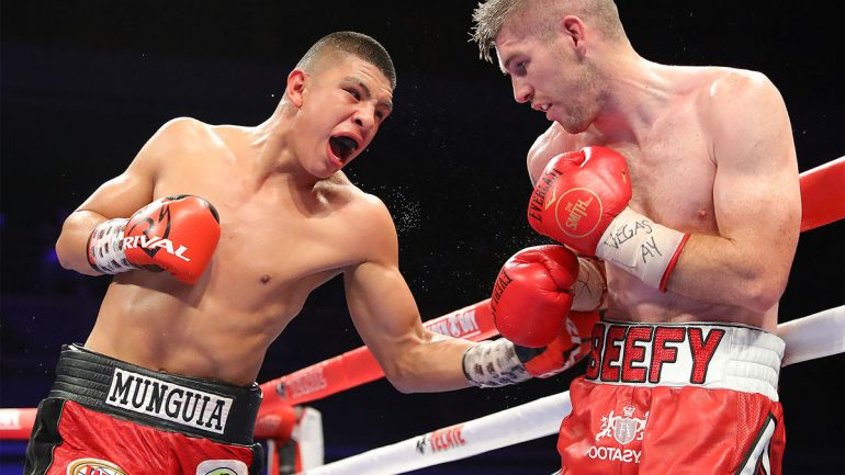 Jaime Munguia knocks down Liam Smith, retains title with decision victory in slugfest