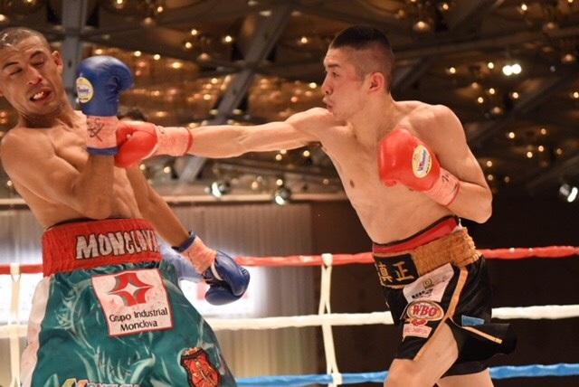 WBO strawweight titlist Ryuya Yamanaka (right) vs. Moises Callero. Photo credit: Boxing Mobile/QBIX Co. Ltd.