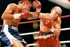 Oscar De La Hoya (left) vs. Jorge Paez. Photo credit: The Ring Magazine/Getty Images