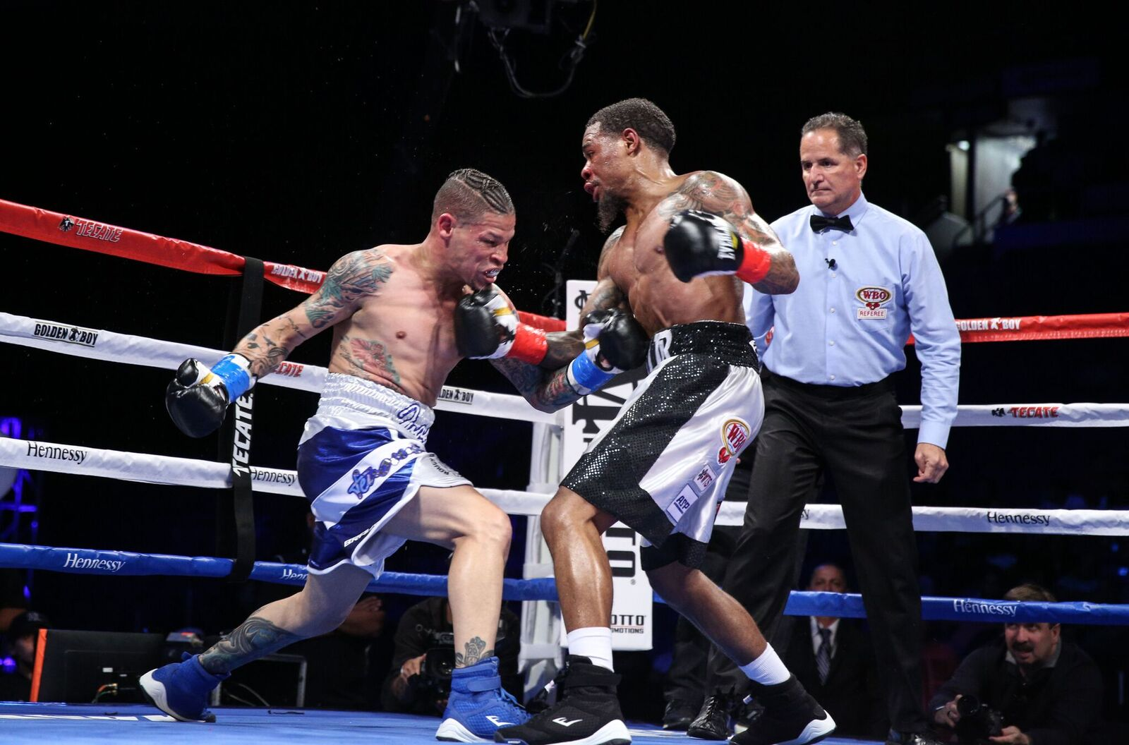 Junior lightweight Lamont Roach (right) vs. Orlando Cruz. Photo credit: Hector Santos Guia