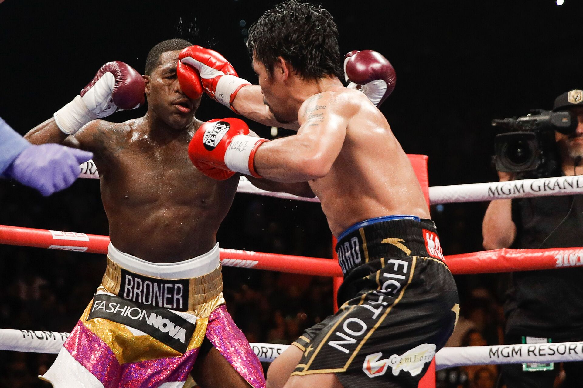 Manny Pacquiao (right) vs. Adrien Broner. Photo by Esther Lin/Showtime