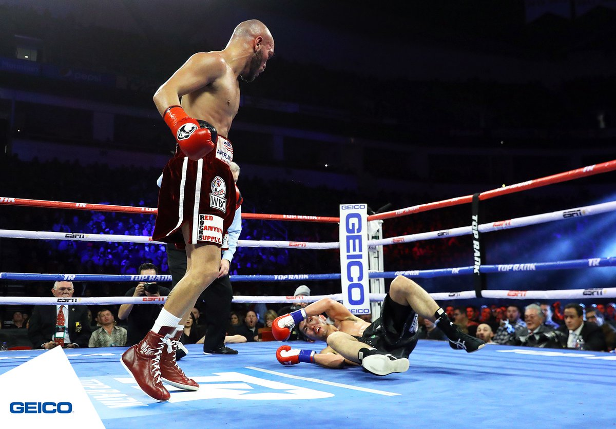 Ray Beltran (foreground) vs. Hiroki Okada. Photo credit: Mikey Williams/Top Rank