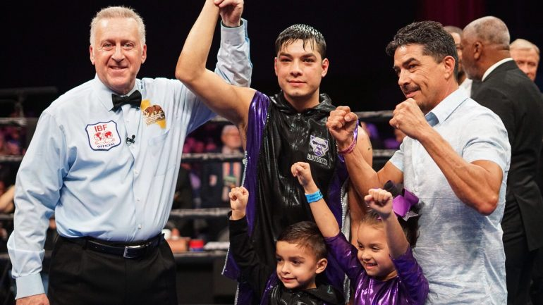 Omar Figueroa Jr. outhustles John Molina Jr. in slugfest to remain undefeated