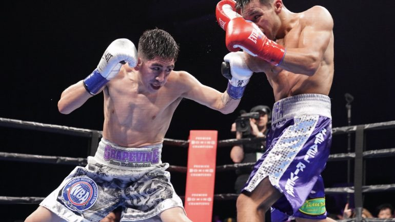 Leo Santa Cruz retains featherweight title with wide-points win over Rafael Rivera