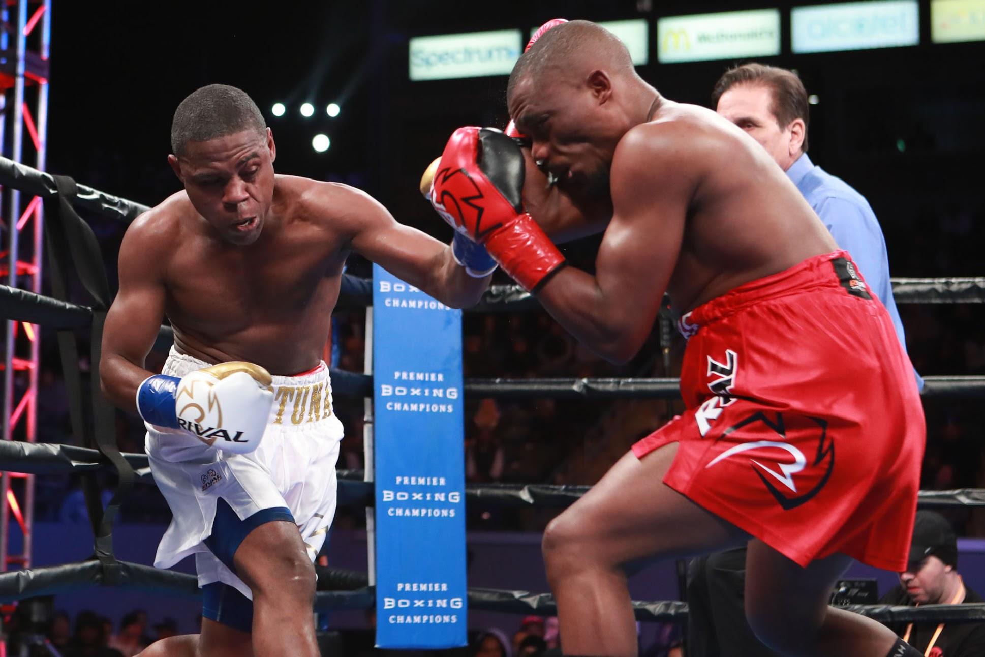 Lightweight Javier Fortuna (left) vs. Sharif Bogere. Photo by Dave Mandel/SHOWTIME