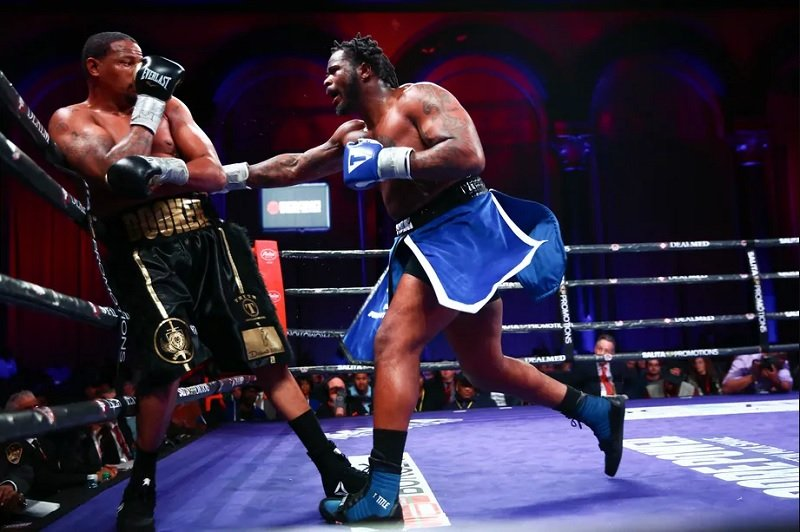 Jermaine Franklin (right) vs. Rydell Booker. Photo credit: Stephanie Trapp/Trappfotos/SHOWTIME