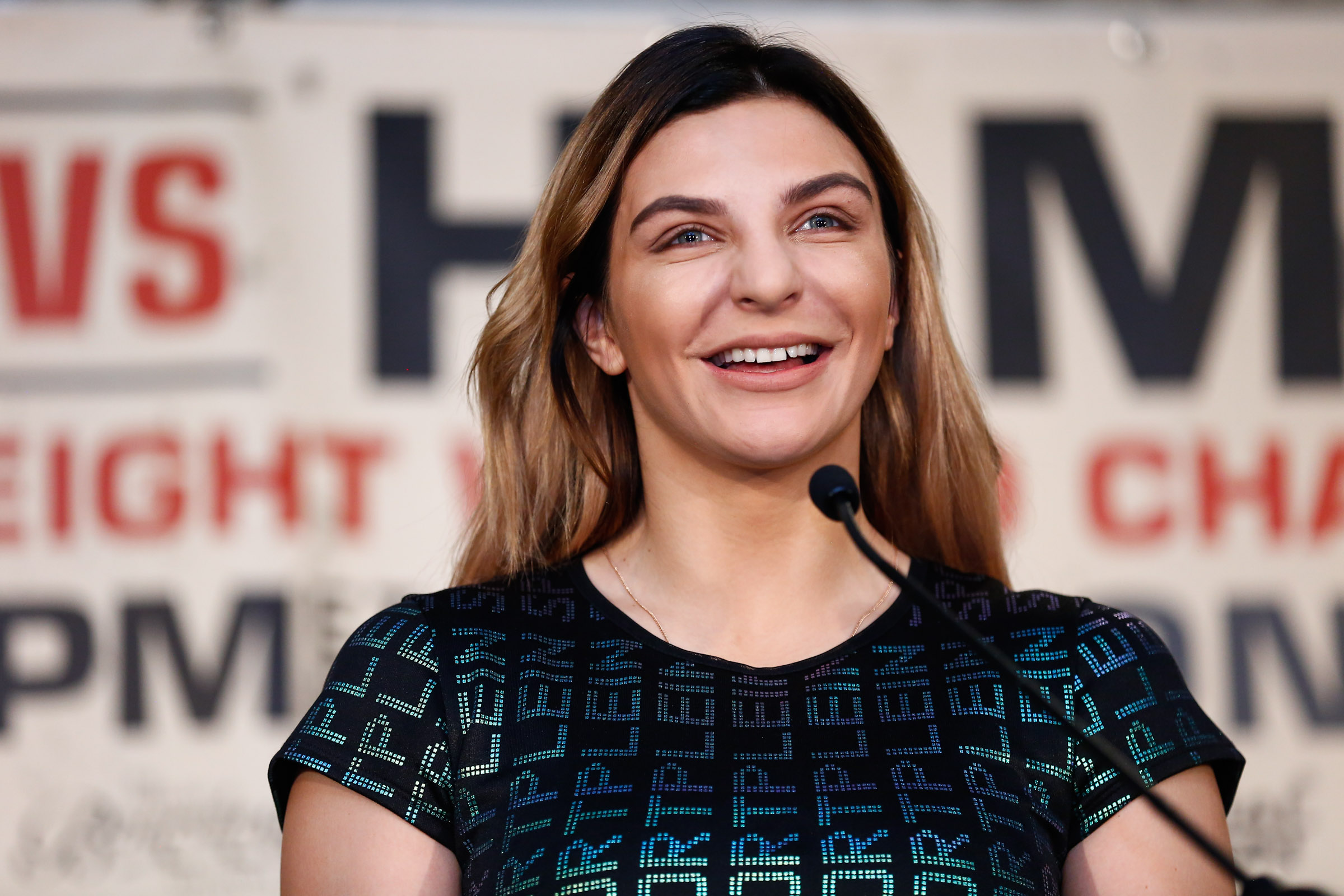 LR SHO SHIELDS VS HAMMER PRESSER CHRISTINA HAMMER TRAPPFOTOS 02262019 4001 - Is Claressa Shields-Christina Hammer the biggest fight in women's boxing history?