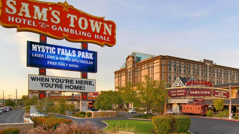 The Travelin' Man goes to 'ShoBox' at Sam's Town: Part One