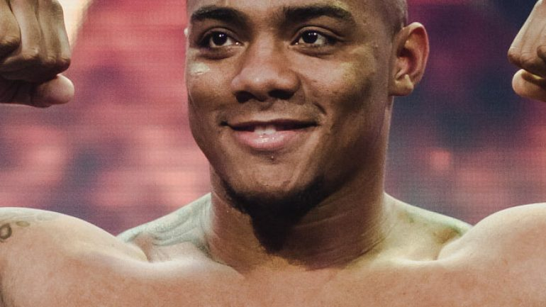 Oscar Rivas becomes the inaugural WBC bridgerweight titlist with a win over Ryan Rozicki