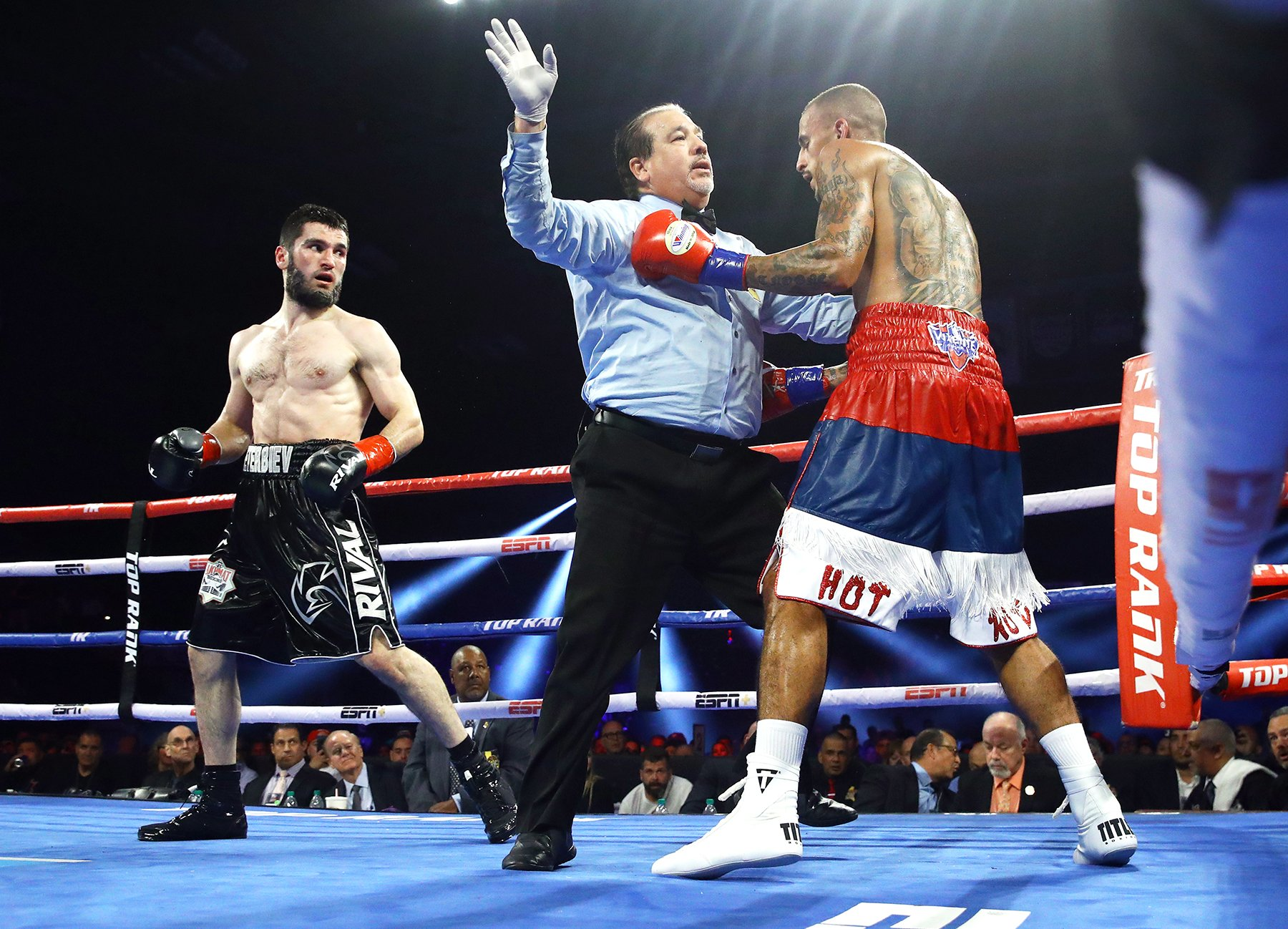 Artur Beterbiev (left) vs. Radivoje Kalajdzic. Photo by Mikey Williams/Top Rank