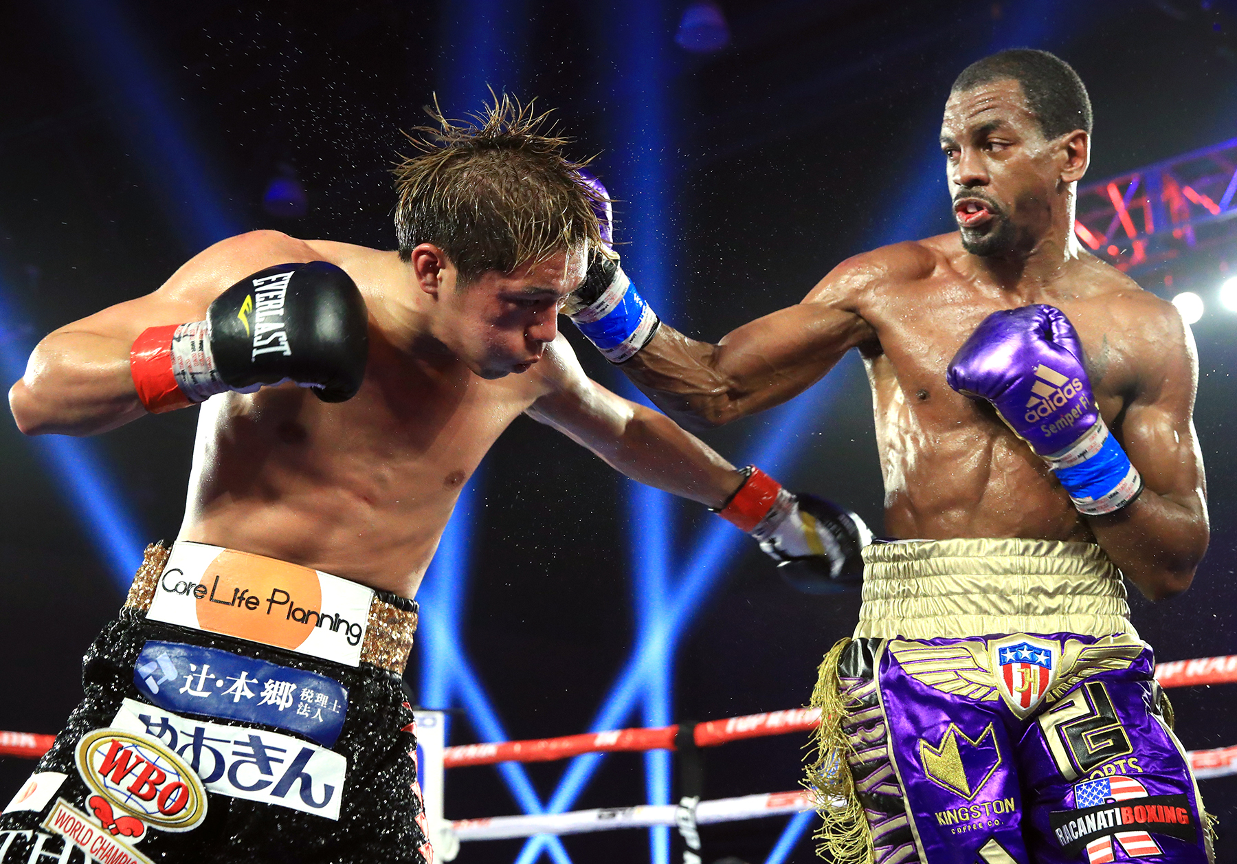 Jamel Herring (right) vs. Masayuki Ito. Photo by Mikey Williams/Top Rank