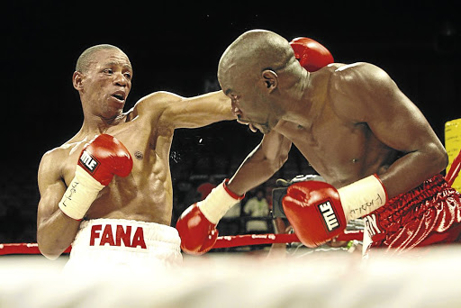 Mzonke Fana left vs. Cassius Baloyi Photo credit Antonio Muchave - Mzonke Fana is still the 'Rose of Khayelitsha'
