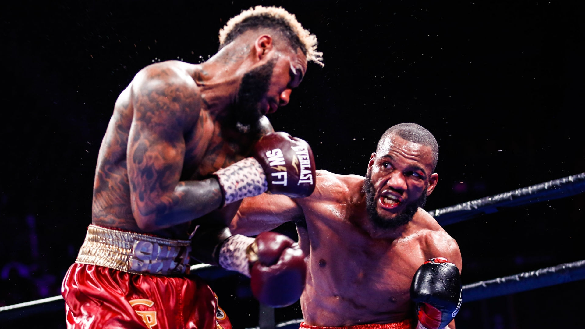 Julian Williams (right) cracks huge odds and then-media favorite Jarrett Hurd with a right hand. Photo by Stephanie Trapp/Trappfotos