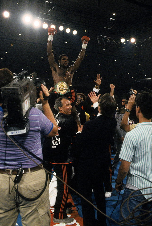 Iran Barkley celebrates Thomas Hearns upset Ring - From The Archive: On This Day: Iran Barkley upsets Thomas Hearns for WBC middleweight title