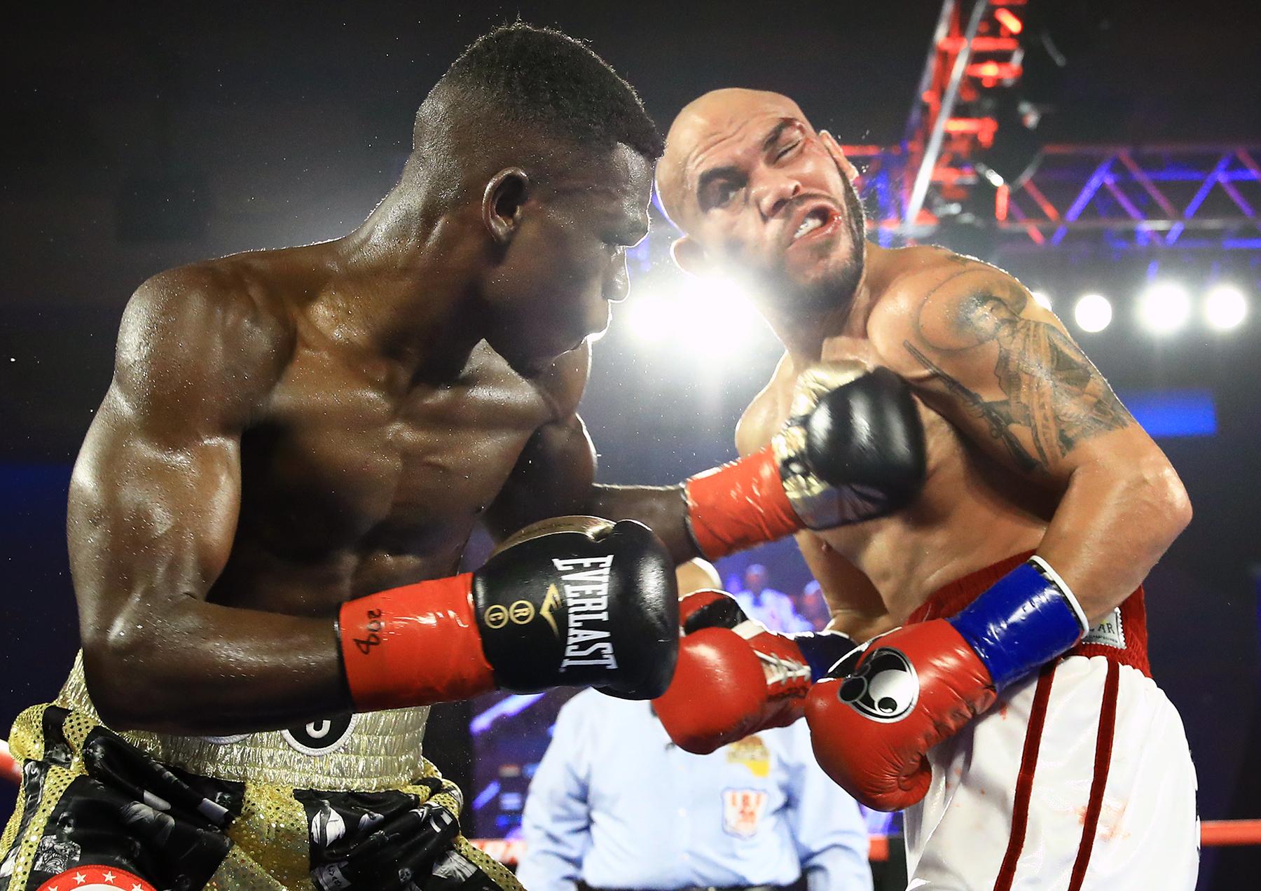 Richard Commey (left) belts Ray Beltran. Photo by Mikey Williams/ Top Rank