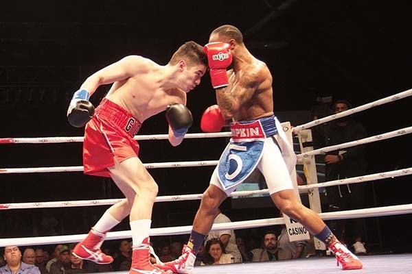 Junior lightweight Giovanni Mioletti (left) vs. Ray Lampkin. Photo credit: Mike Blair/BoxingProspects.net