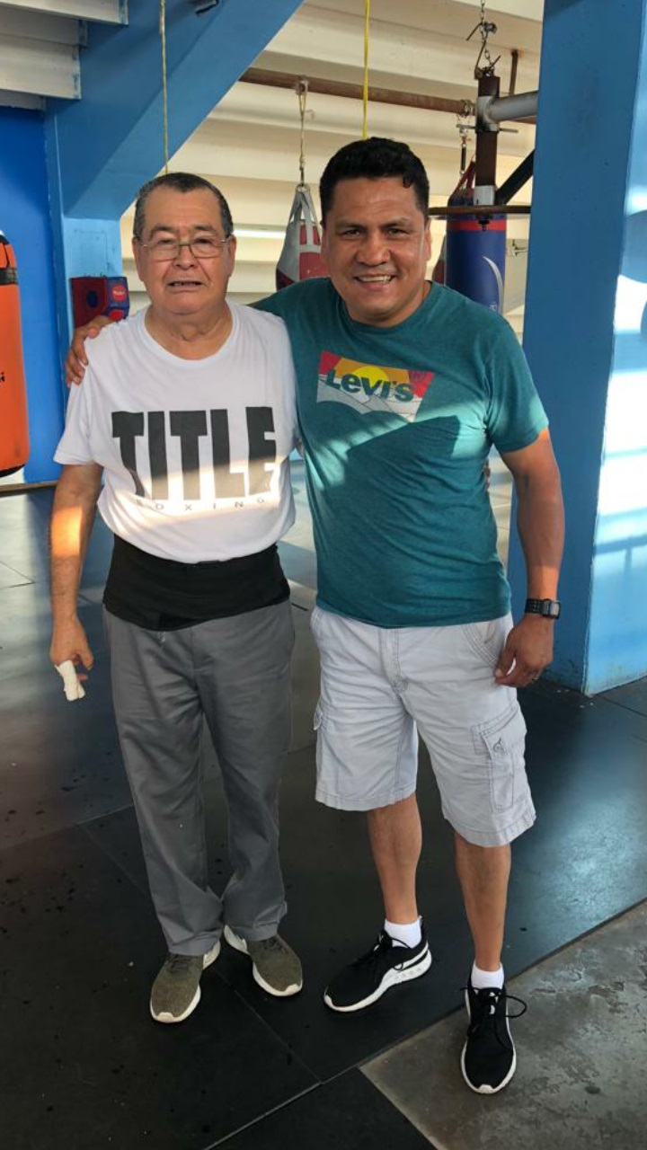 Raul Perez (right) with former manager Romulo Quirarte. Photo courtesy of the WBC