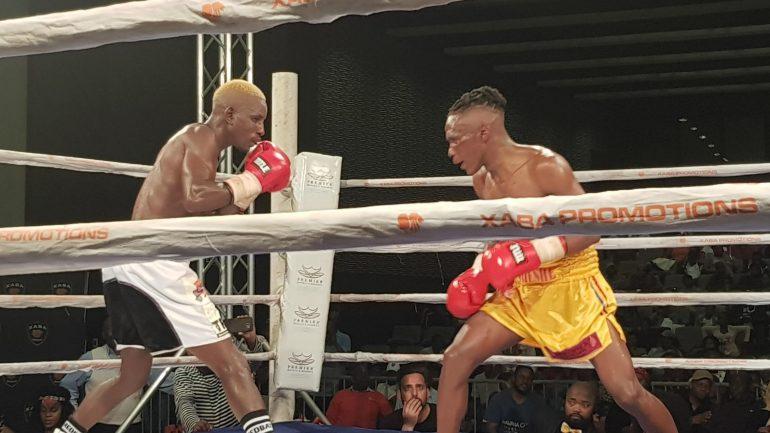 Sibusiso Bandla beats more experienced Xolisa Magusha to win SA straw weight title