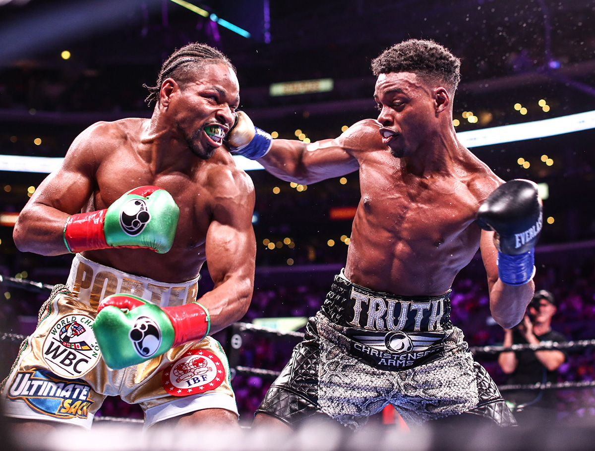 Errol Spence Jr. (right) and Shawn Porter battle it out. Photo credit: Stephanie Trapp/Premier Boxing Champions