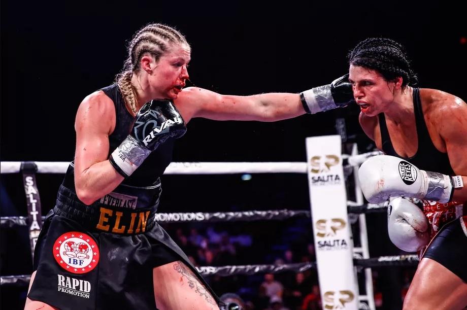 Elin Cederroos (left) vs. Alicia Napoleon-Espinosa. (Photo by Stephanie Trapp/Trappfotos/SHOWTIME)