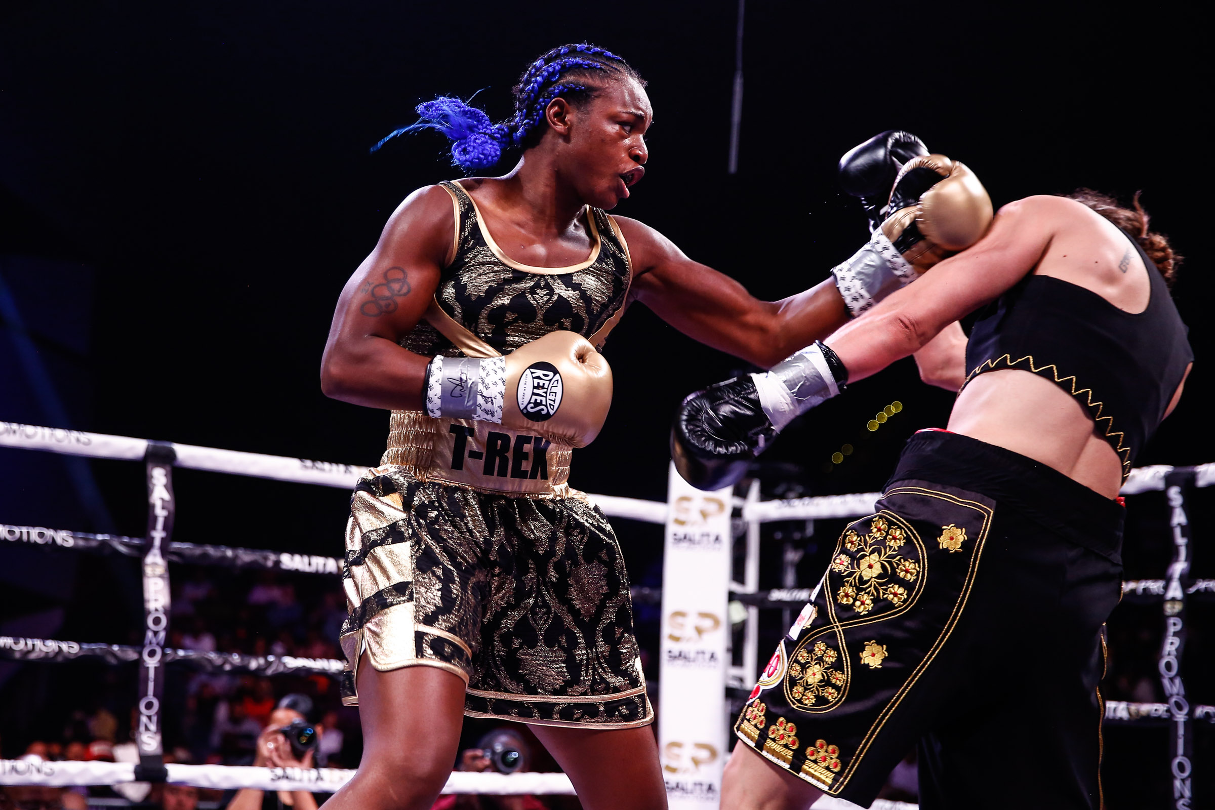 Claressa Shields' (left) jab was very effective against Ivana Habazin. (Photo by Stephanie Trapp/Trappfotos/SHOWTIME)