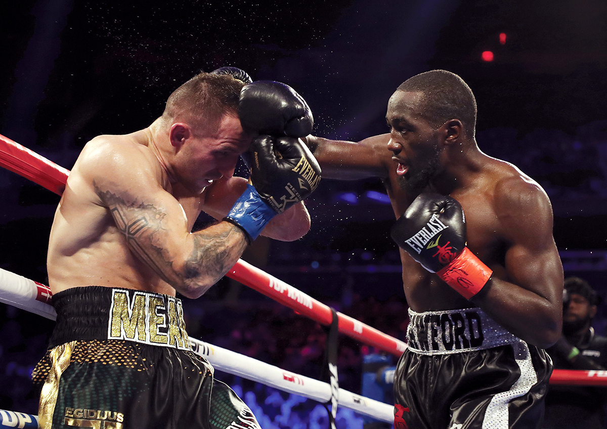 Terence Crawford (right) goes after Egidijus Kavaliauskas. Photo by Al Bello/ Getty Images
