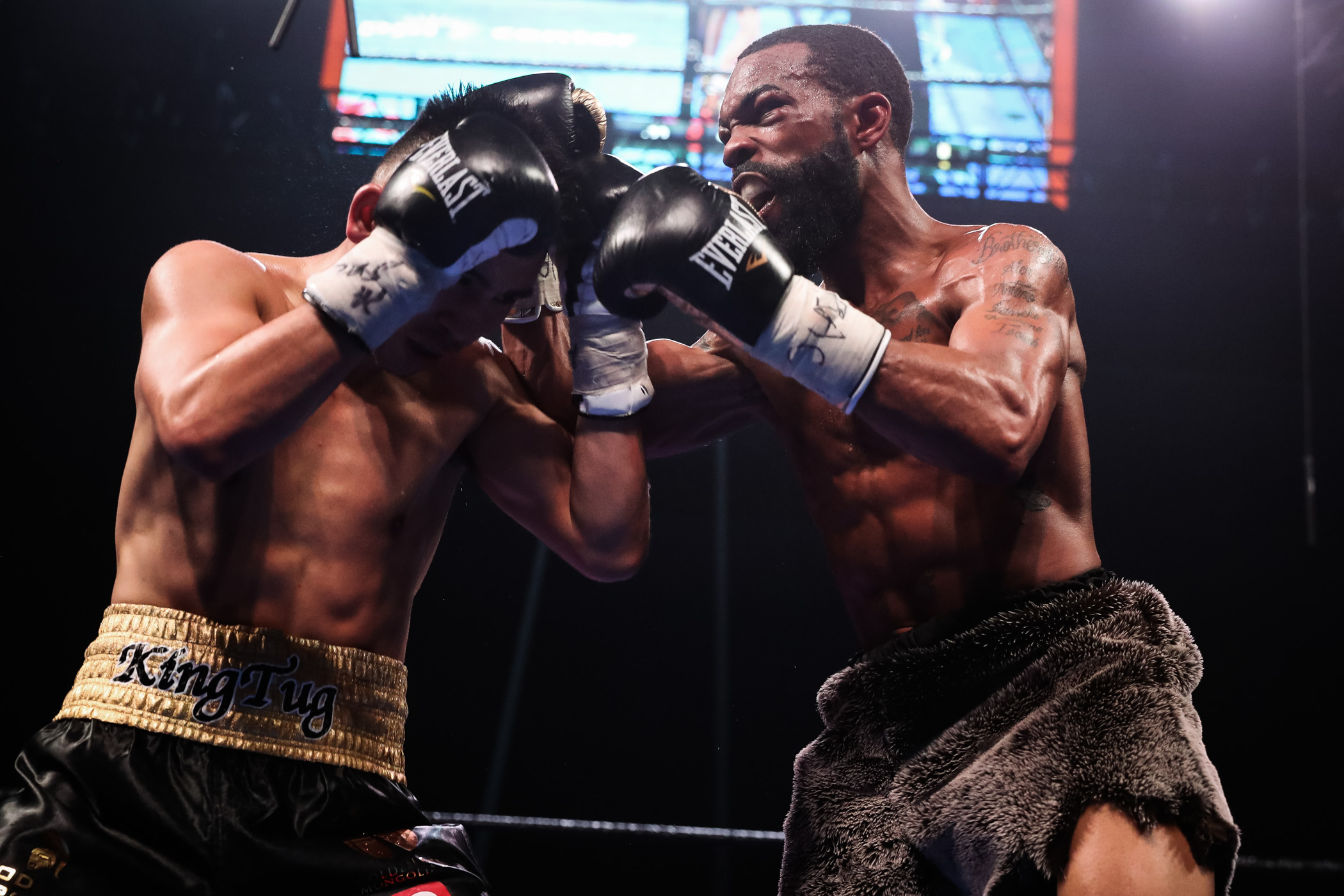 Gary Russell Jr. (right) vs. Tugstsogt Nyambayar. Photo by Amanda Westcott/SHOWTIME