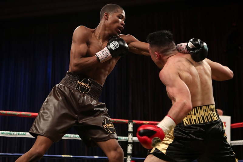 Keith Hunter (left) vs. Sanjarbek Rakhmanov. Photo credit: Dave Mandel/Showtime