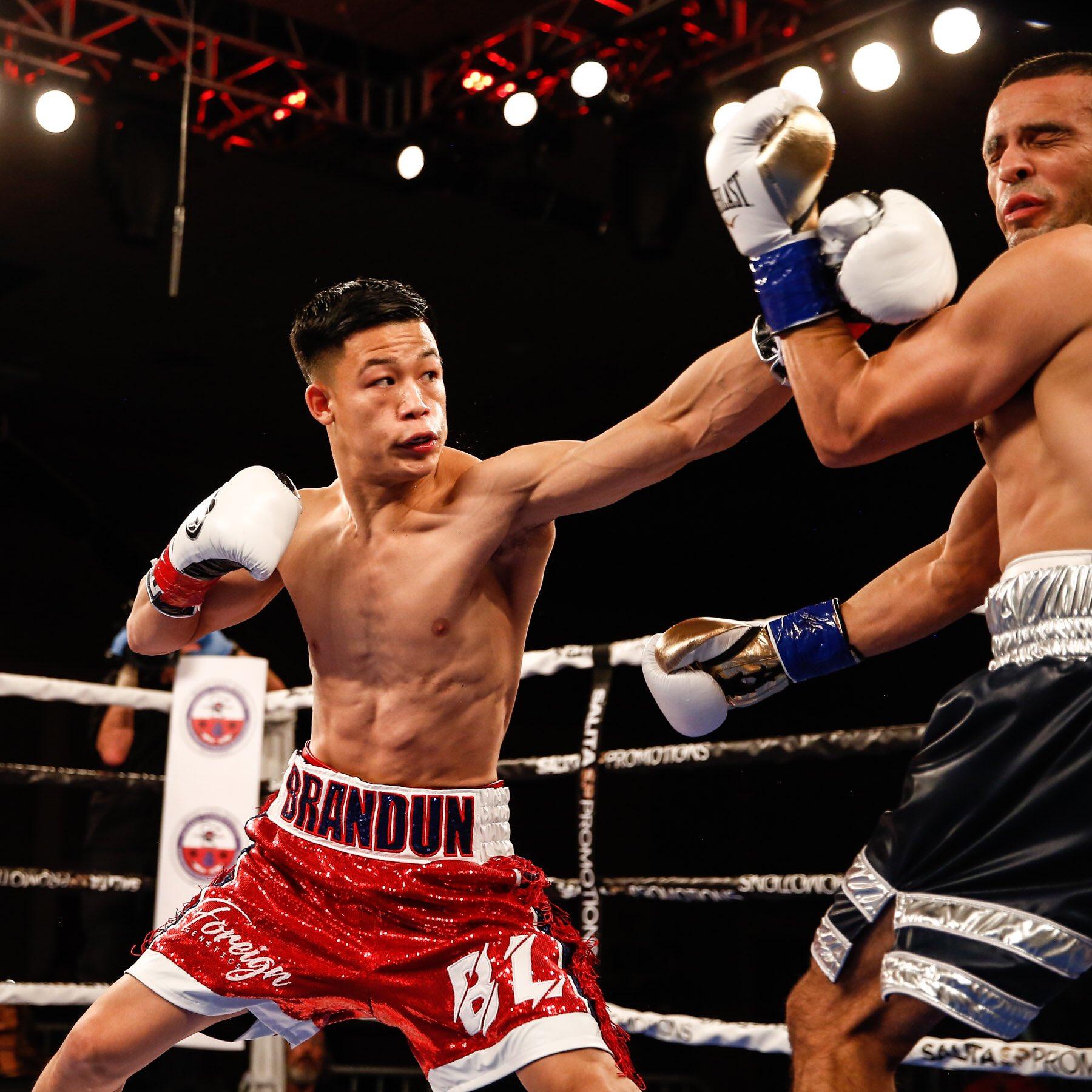 Brandun Lee (left) vs. Camilo Prieto. Photo courtesy of @ShowtimeBoxing on Twitter