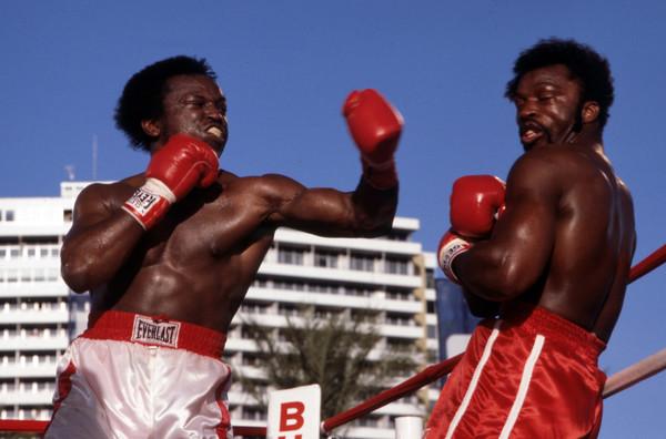 Michael Dokes (left) vs. Mike Weaver. Photo credit: ABC Photo Archives/Disney ABC Television Group