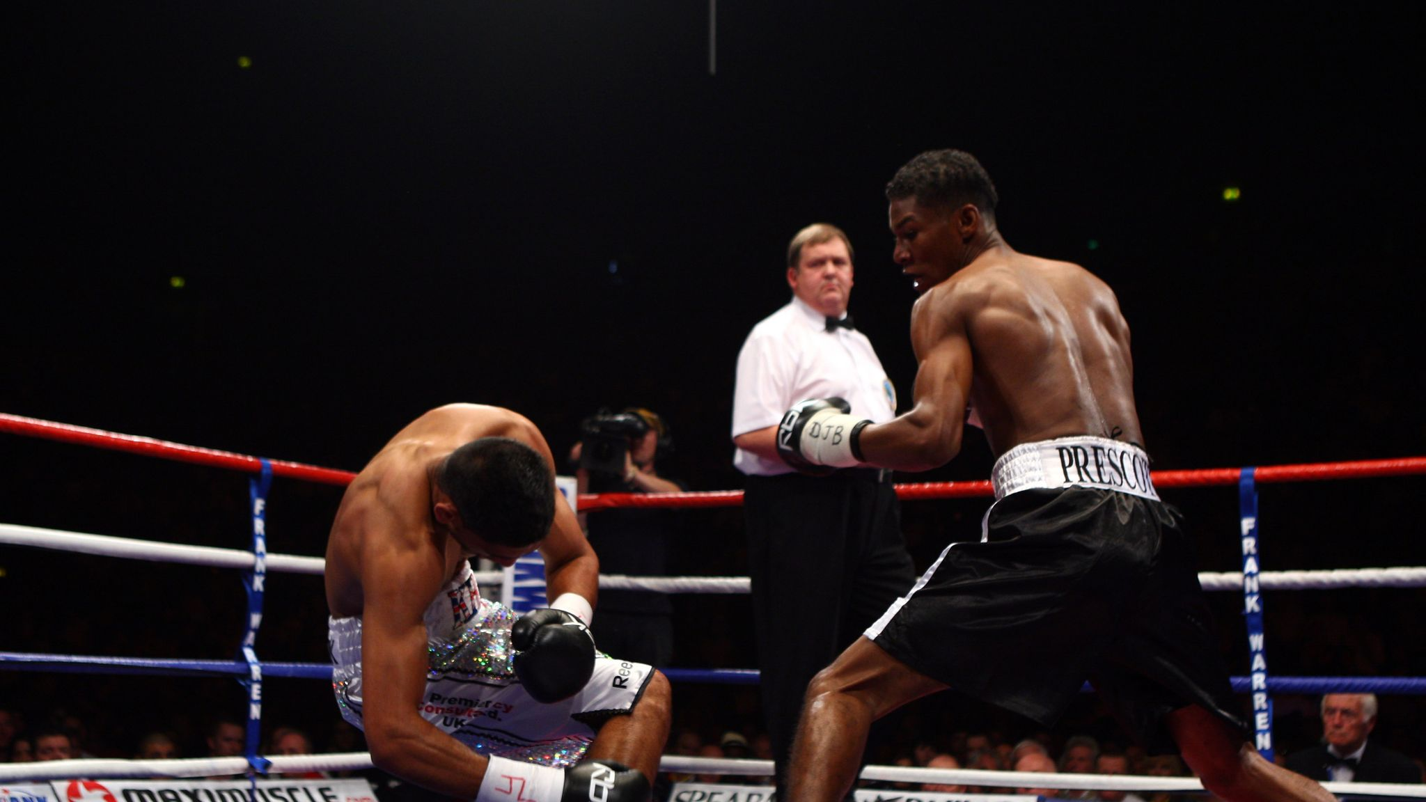 Breidis Prescott (right) vs. Amir Khan. Image courtesy of SKY Sports