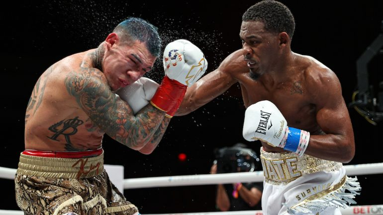 Daniel Jacobs scrapes past Gabriel Rosado by split decision in dismal showing