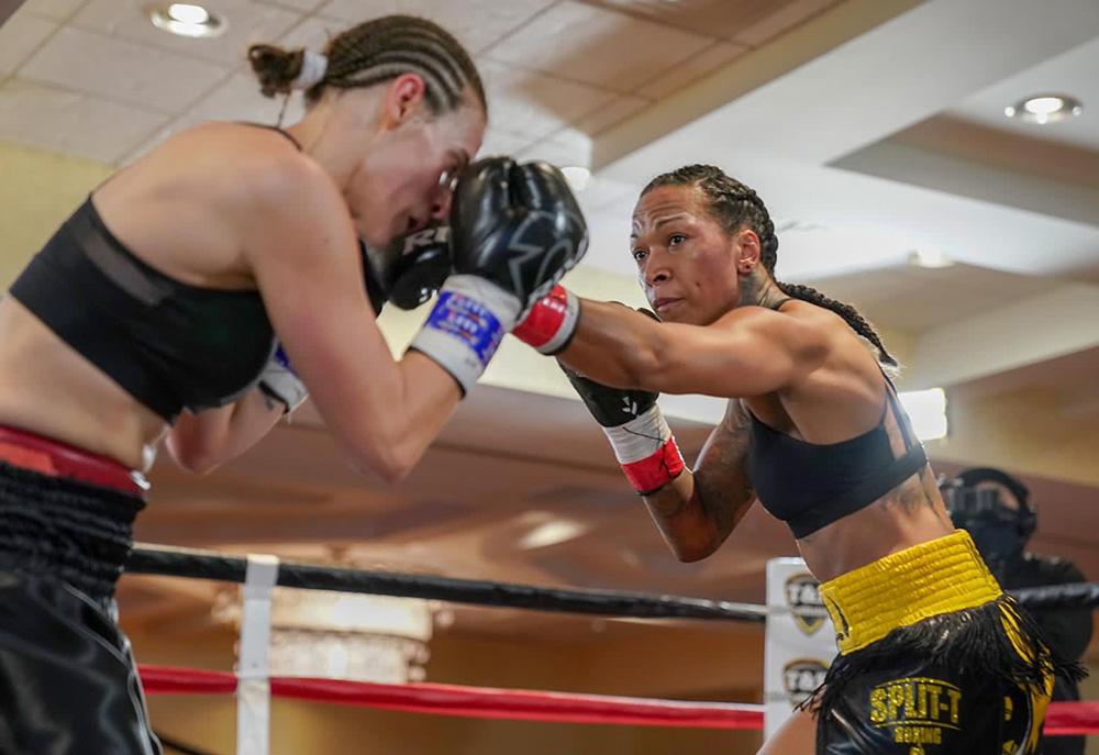 Kali Reis defeats Diana Prazak in tougher than expected majority decision win