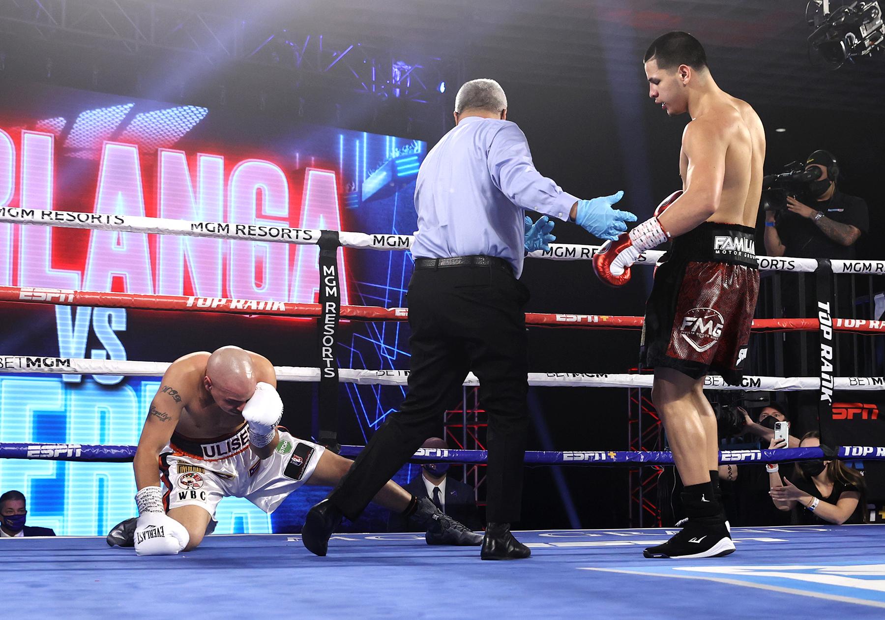 Edgar Berlanga drops Ulises Sierra 3 times, runs first round KO streak to  16 straight - The Ring