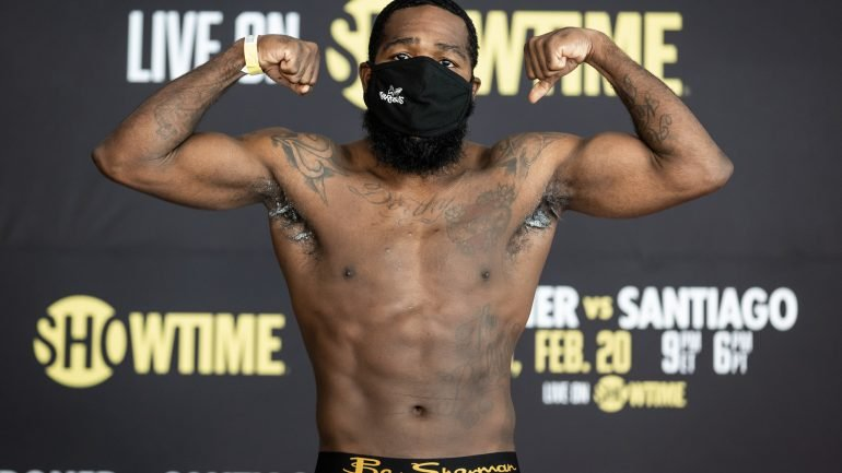 Adrien Broner makes weight for his Showtime main event on Saturday night