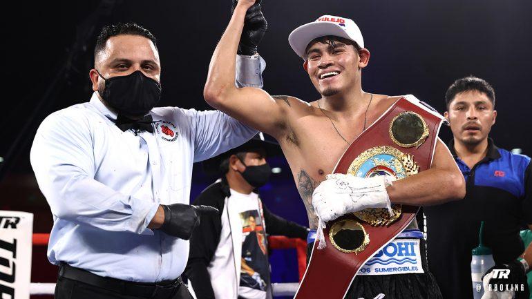 Emanuel Navarrete stops Christopher Diaz in 12th round of Mexico vs. Puerto Rico classic