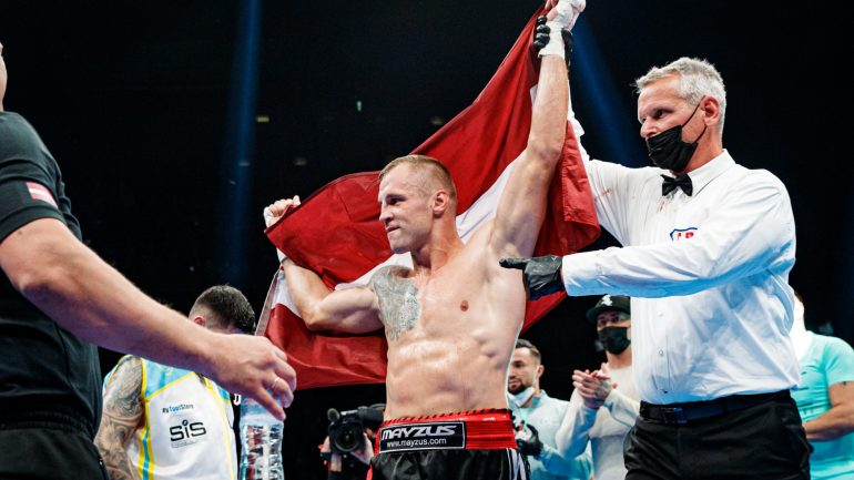 Mairis Briedis stops Artur Mann in Latvia to defend his Ring magazine cruiserweight championship