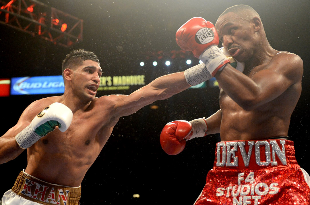 Amir Khan (left) tags Devon Alexander with a long-range jab. Photo by Naoki Fukuda