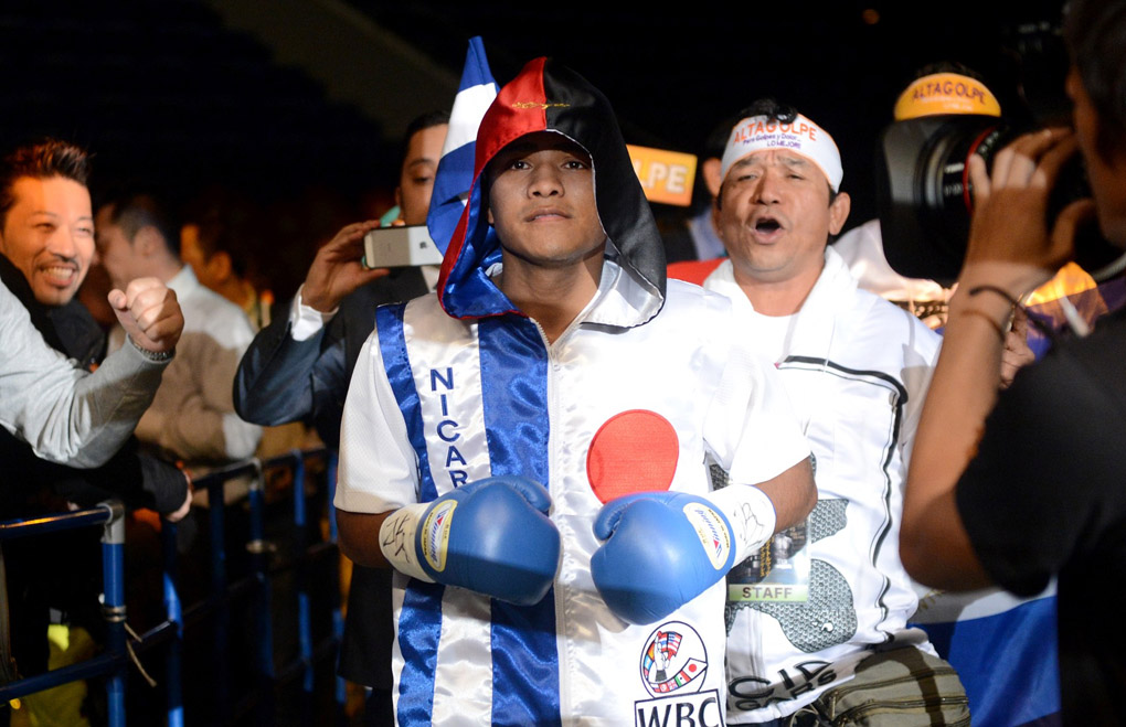 roman gonzalez vs rocky fuentes 01 photo by naoki fukuda - Dougie's Monday mailbag (you know it was a slow weekend when fans want to debate the Pound-for-Pound)